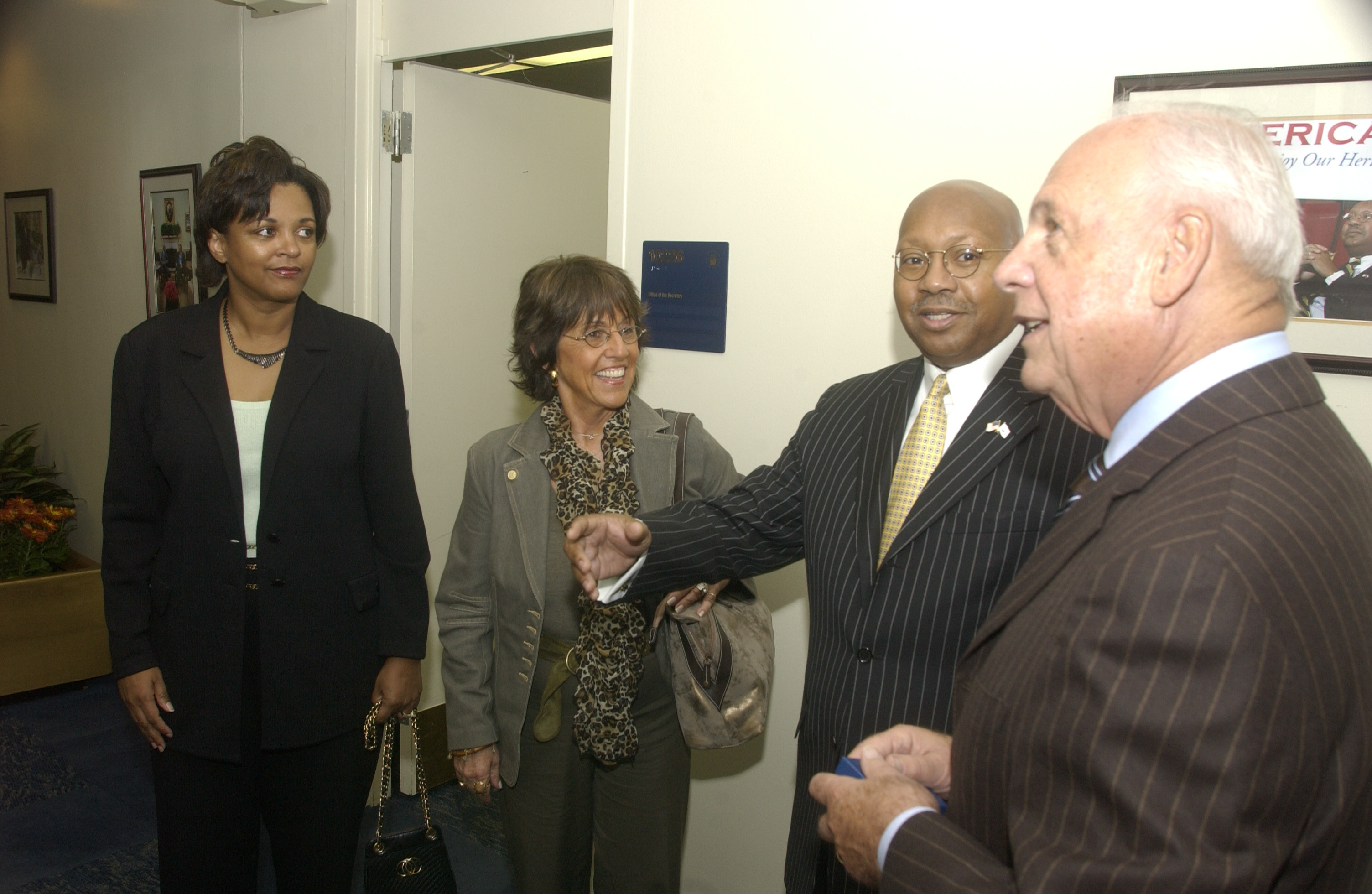 Secretary Alphonso Jackson with Anthony and Mary Anne Sansone - Secretary Alphonso Jackson meeting at HUD Headquarters with Anthony Sansone, [Chairman of the Board of Sansone Group, a St. Louis, Missouri-based commercial real estate firm], and Sansone's wife, Mary Anne