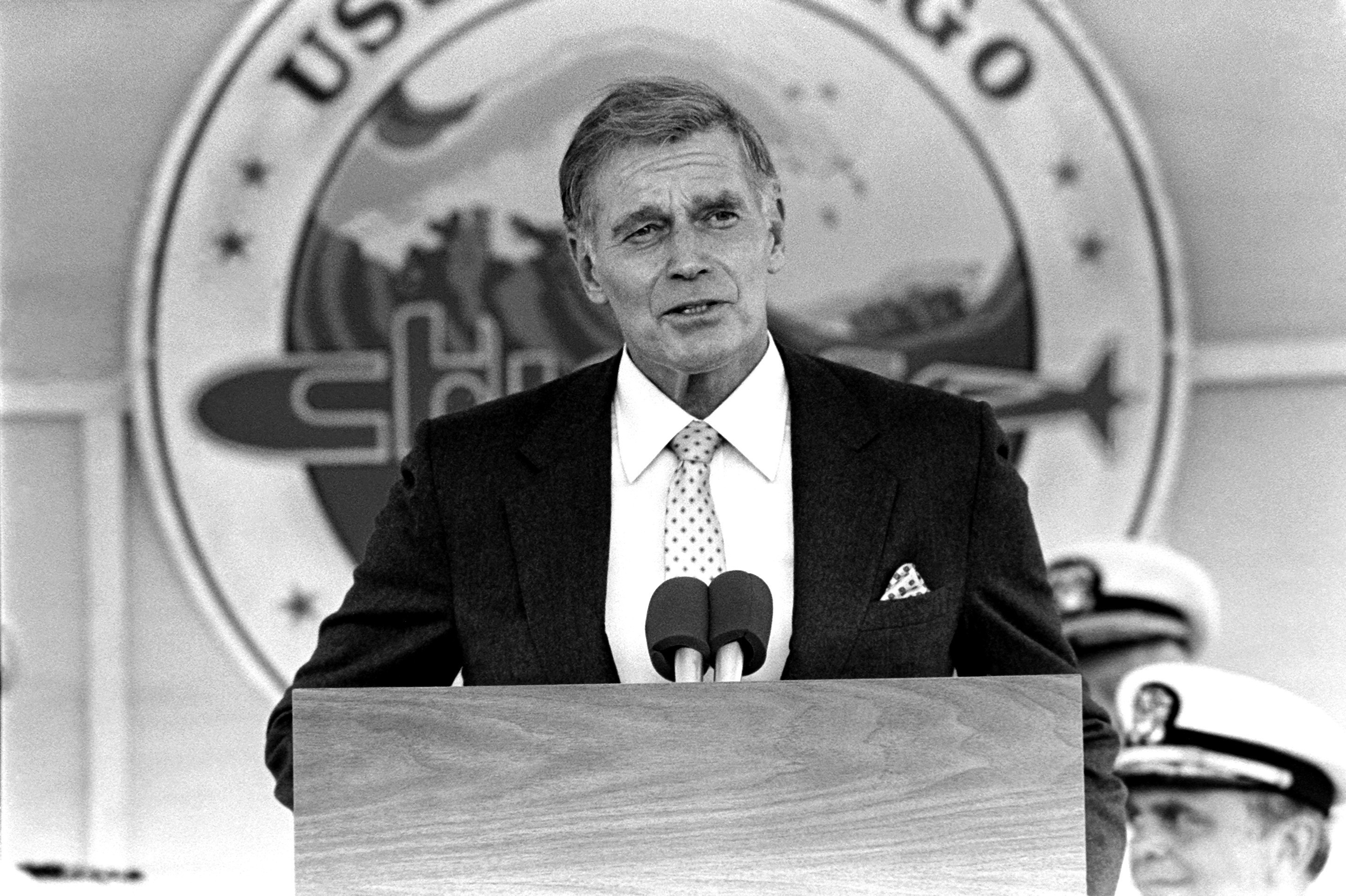 Actor Charlton Heston, delivers the principal address during the commissioning of the nuclear-powered attack submarine USS CHICAGO (SSN 721)