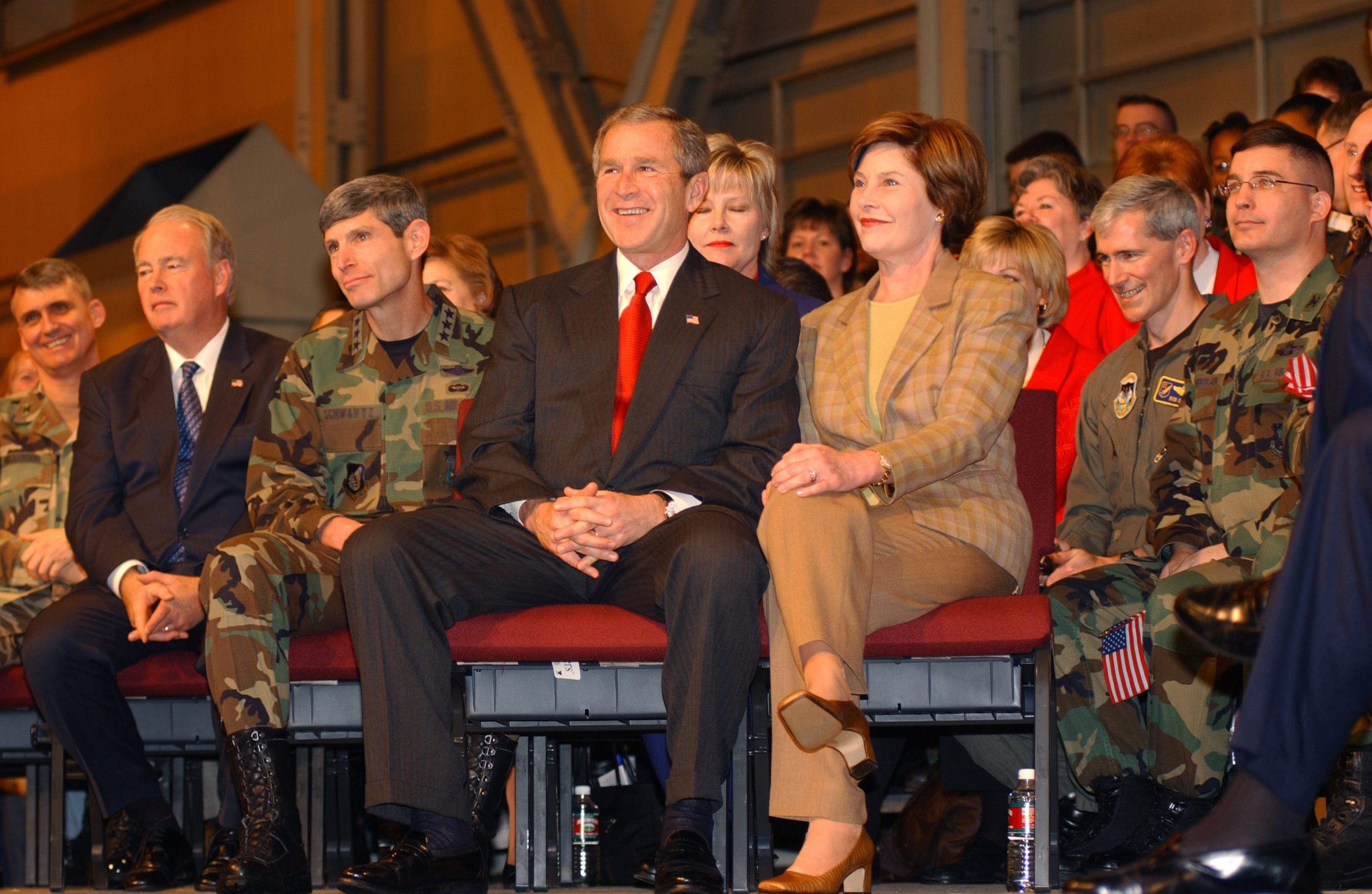 US President and Mrs. George W. Bush sit together on the stage before a full house in Hangar 3 at Elmendorf ir Force Base, laska. On his way to Japan, he stopped at Elmendorf FB, laska, where he spoke to an enthusiastic full house in the hanger. The President voiced his pride in the US forces;